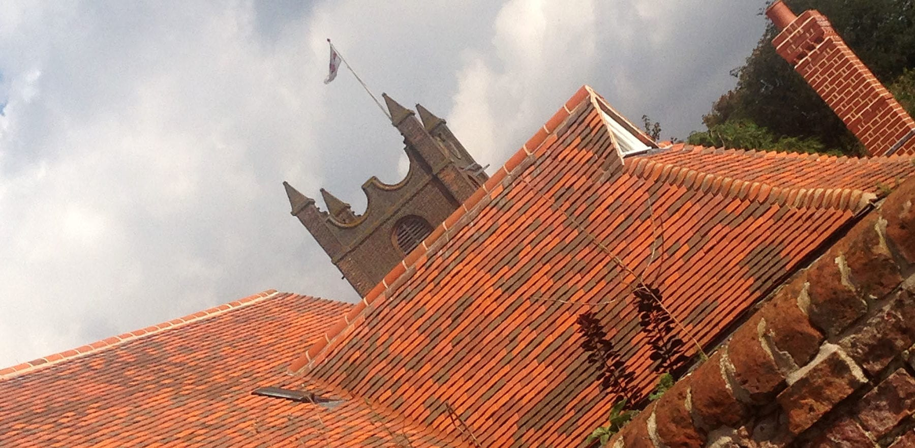 Lifestiles - Handcrafted Tilehurst Clay Roof Tiles - Toppesfield, England 2