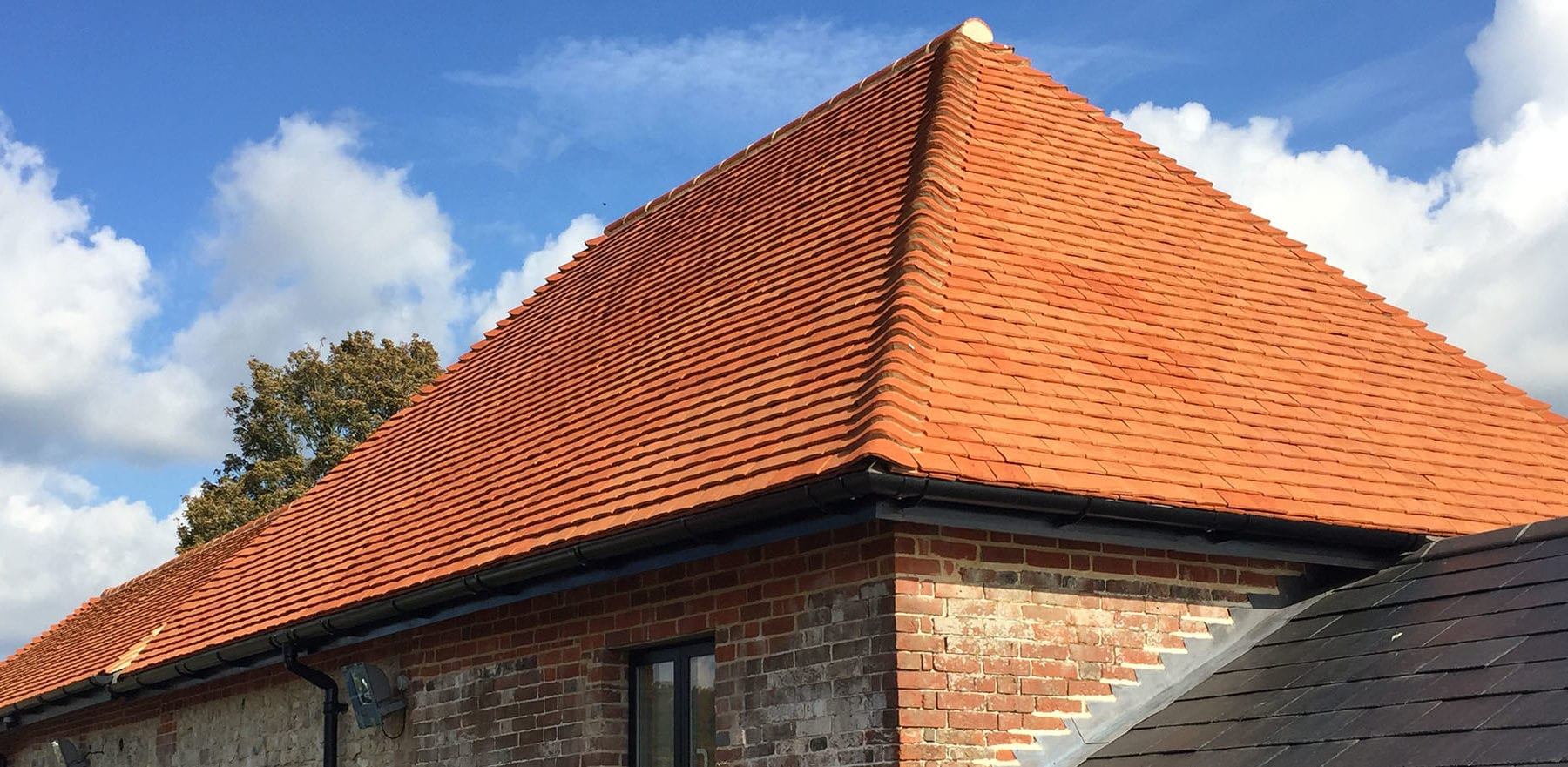 Lifestiles - Handcrafted Pentlow Clay Roof Tiles - Petersfield, England 7